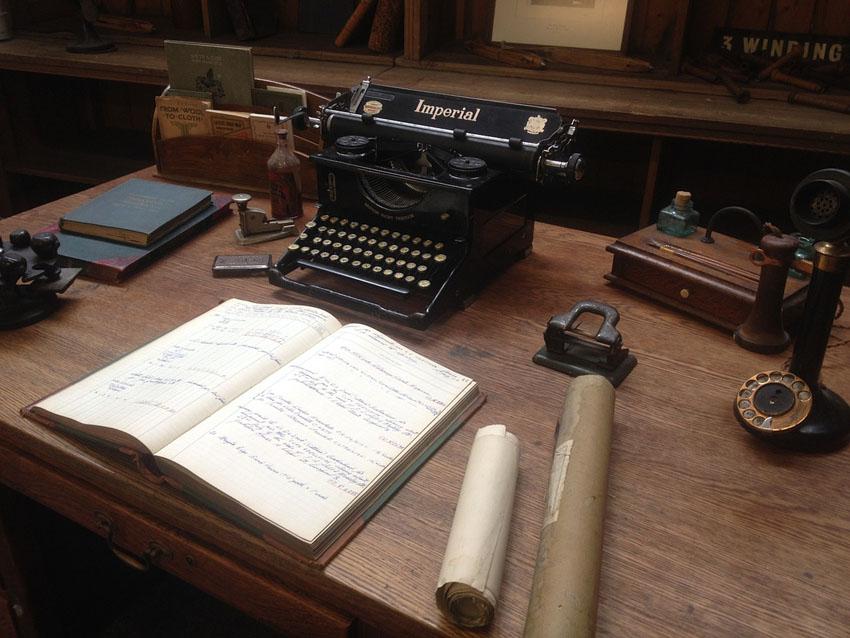 ヴィンテージな男前インテリアの机のイメージ
